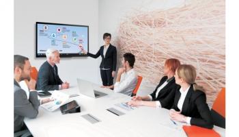 Monitor czy projektor – które urządzenie wybrać do sali wykładowej?